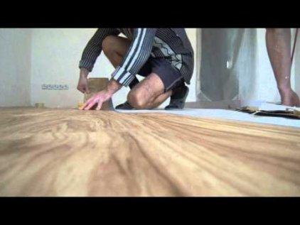 Укладка кварц-виниловой плитки