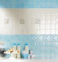 Фото - Блакитна і біла плитка на кухні