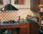 Комбінування різних видів плитки дає можливість декорувати стіни кухні