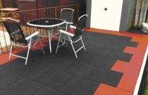 Гумова плитка може стати покриттям прикрасою тераси або балкона